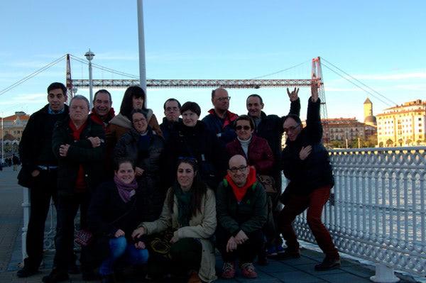 Apdema; Visita al Puente Colgante